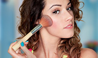 5 Minute Makeover: How to Contour Your Cheekbones with Bronzer